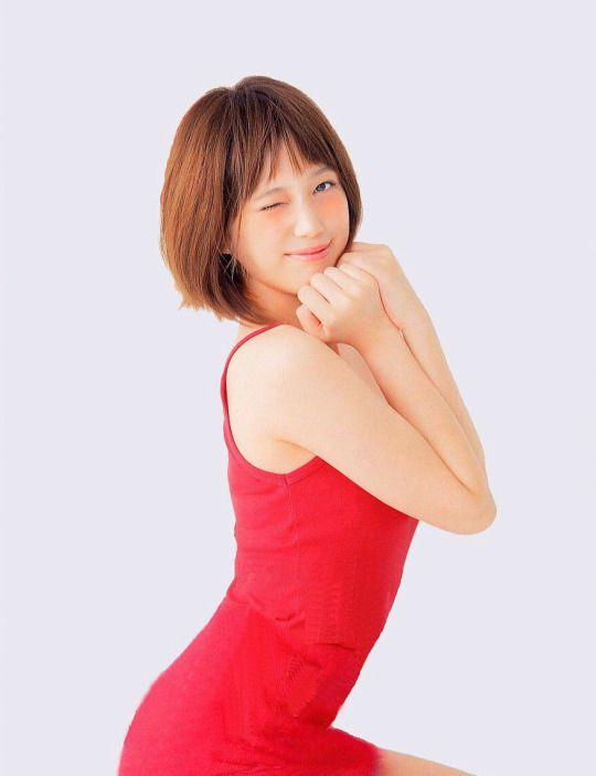 ボディラインが露わになったセクシードレスを着た本田翼の画像