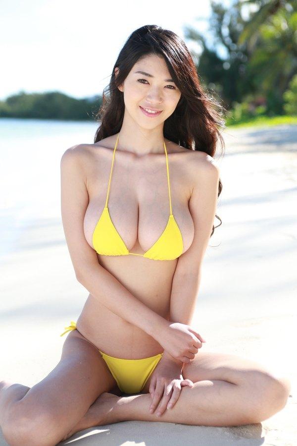 大島優子の上位互換だと話題の新人グラドル三浦はづきの乳がデカすぎ