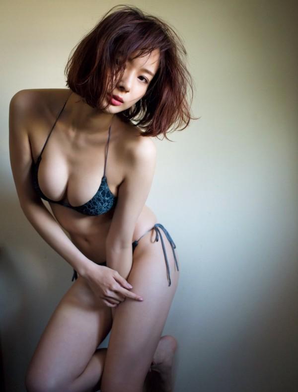non-no美少女モデル岡田紗佳の爆乳くびれ水着姿が完璧すぎる