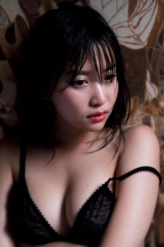 dTVドラマ不能犯で男に乳揉みされた元AKB永尾まりや、漫画雑誌でランジェリー姿を披露